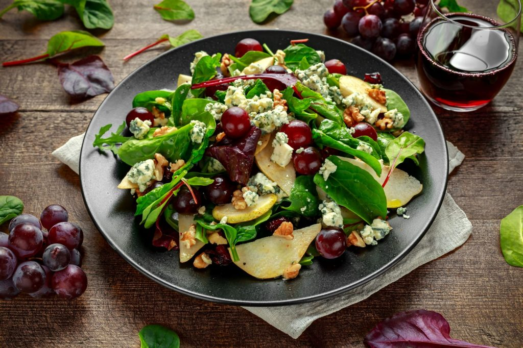 SALAD WITH RED GRAPE AND HALLOUMI CHEESE
