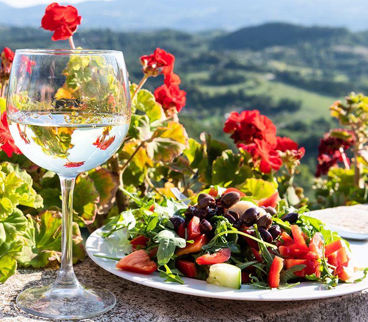 Private wine tour in Athens, retsina greek wine tasting