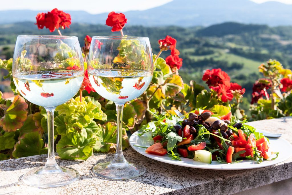 RETSINA: THE SYRIN OF WINES IN ATHENS